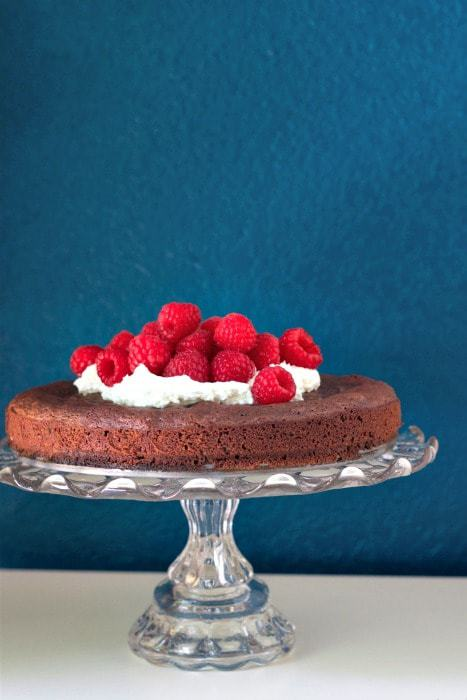 Kladdkaka - Celebrate Midsummer with this simple yet totally decadent Kladdkaka, Swedish Chocolate Cake.