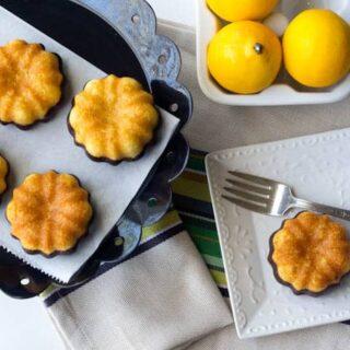 Mini Lemon Cakes in Chocolate Boots (#streamteam)