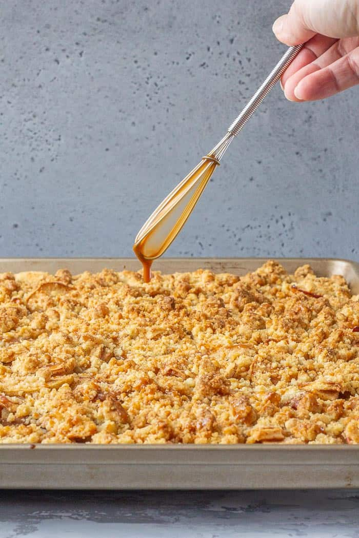 Need a party-ready dessert? This caramel apple slab pie is your autumn answer.