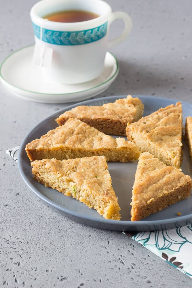 Pistachio shortbread with tea