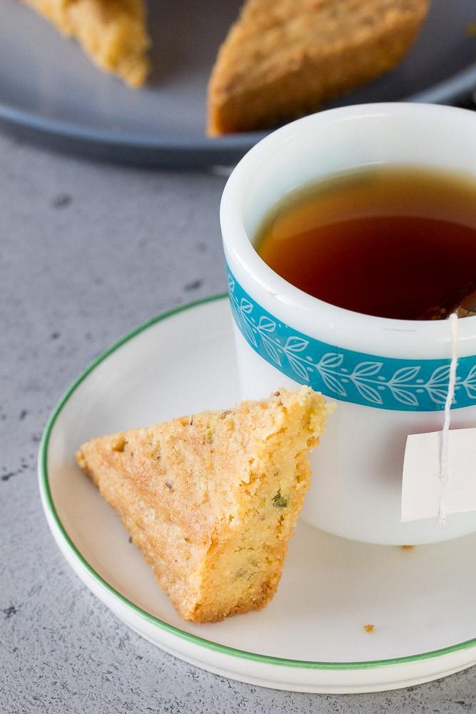 Pistachio shortbread with tea