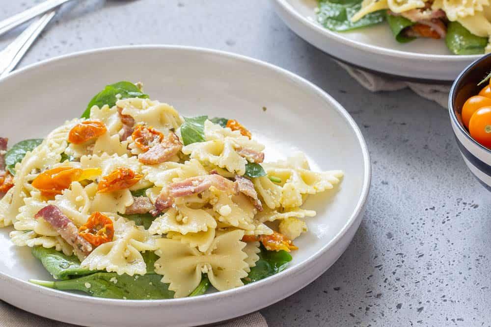 Roasted tomato pasta salad horizontal
